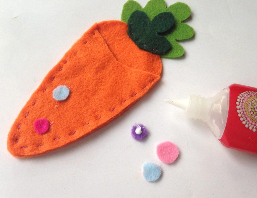glue the felt circles on the carrot treat bag